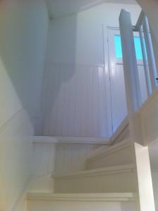 Gerenoveerd trappenhuis naar tweede etage